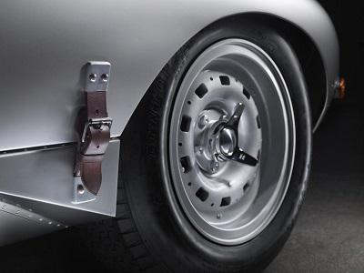 Jaguar E Type 4